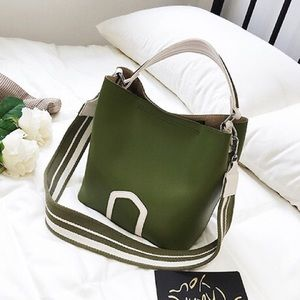 Green wide strap crossbody bag